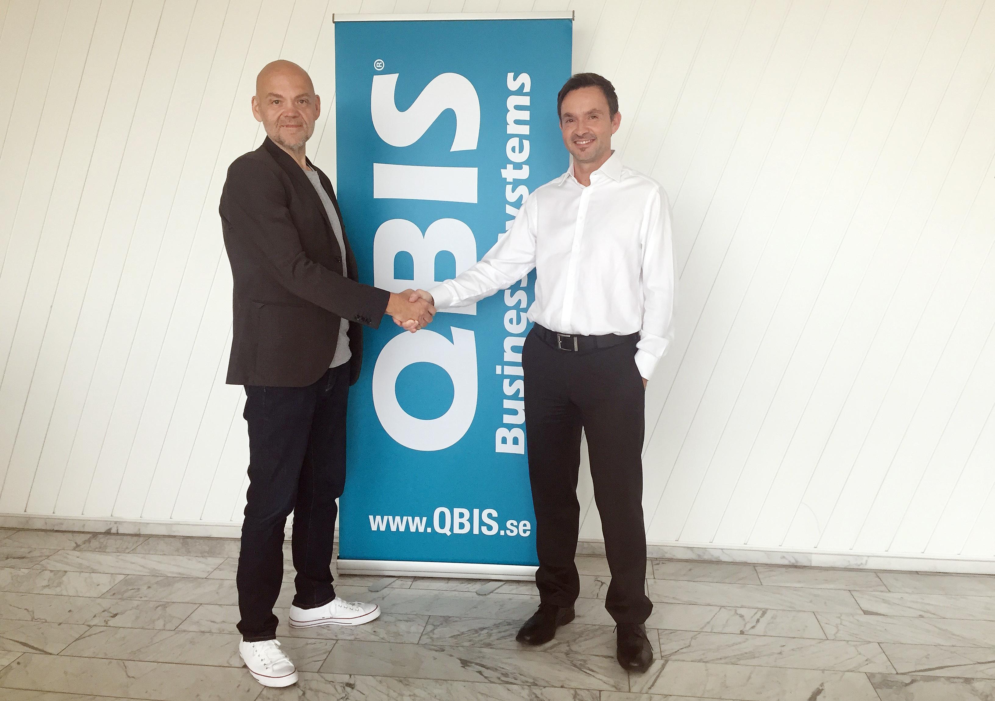 Gurra Gustafsson, VD för CloudPro och Andrew Johnston, CEO för QLogic.