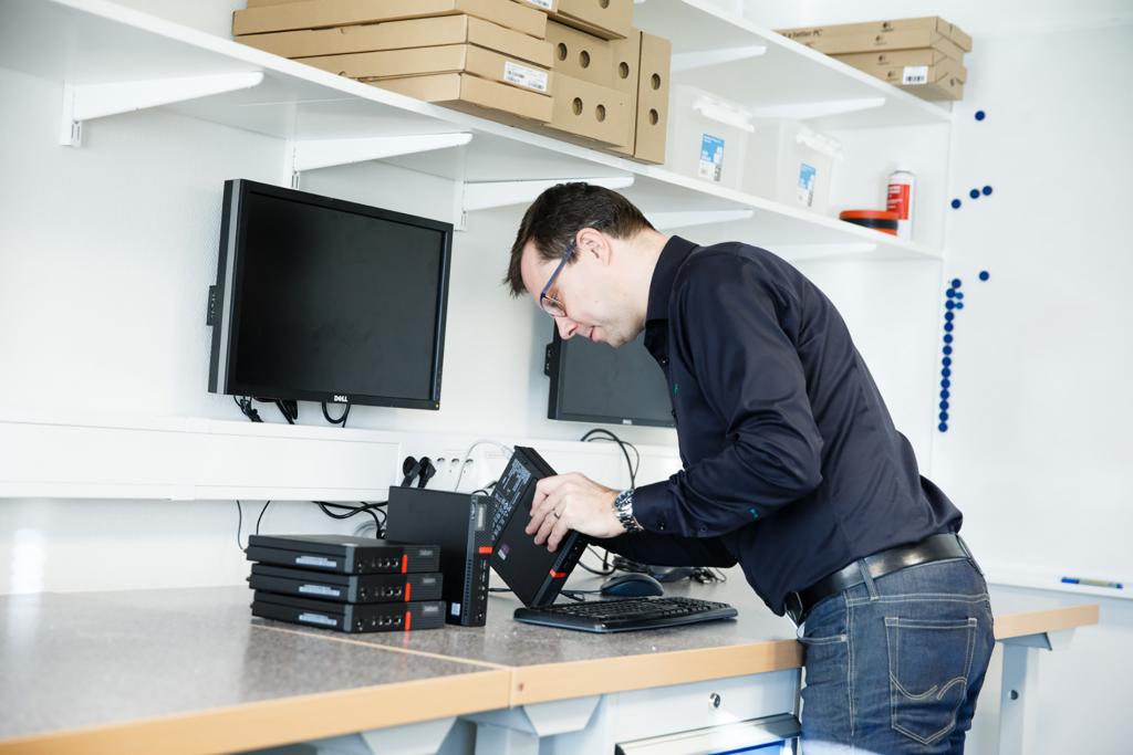 Lägg till installation för IT-produkter för företag för att addera ytterligare värde.